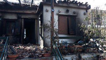 Η ολοσχερώς καταστραφείσα κατοικία που έλαβε την πρώτη αποζημίωση μέσα σε 48 ώρες από την πυρκαϊά.