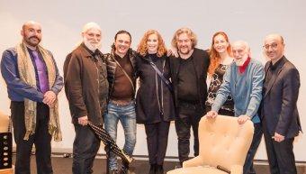 1.Οι μουσικοί Δημήτρης Παπαγγελίδης και Μαριλίζα Παπαδούρη, ο κόντρα τενόρος Γιώργος Κατσούλης, ο Γιώργος Μονεμβασίτης και ο Γιάννης Ρούντος με φίλους.