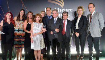 2.Στελέχη της INTERAMERICAN και του MEDIFIRST επί σκηνής, με το βραβείο.
