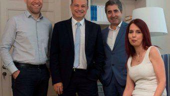 Ο Γιώργος Πλωμαρίτης, διευθυντής ομαδικών ασφαλίσεων & corporate business της INTERAMERICAN, με τα στελέχη του τομέα Κώστα Ντούτση (αριστερά) και Βαγγέλη Τσιμπλιάρη, Στέλλα Δήμου.