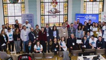 Οι ομάδες και οι μέντορες – κριτές που συμμετείχαν στο MIT Hacking Medicine Athens Hackathon.
