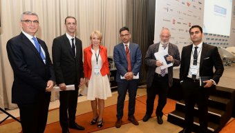 Ο Γιάννης Καντώρος, διευθύνων σύμβουλος της INTERAMERICAN, με τους Πάνο Τσακλόγλου, καθηγητή Οικονομικού Πανεπιστημίου Αθηνών, Βασίλη Σταύρου, brand president του ΑΒ ΒΑΣΙΛΟΠΟΥΛΟΣ, Agata Jakoncic, managing director της MSD GREECE αριστερά και τους Αντώνη Π