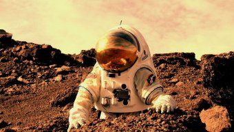astronaut_working_on_mars