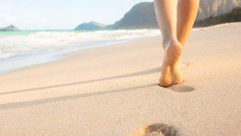 πόδια, άμμος, θάλασσα
