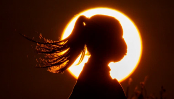 girl_with_mask_with_sun_back