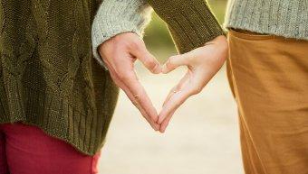 χέρια καρδιά ζευγάρι
