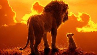 """ο Μουφάσα και ο Σίμπα σε σκηνή από την ταινία """"Ο Βασιλιάς των Λιονταριών"""" που επιστρέφει ξανά στην μεγάλη οθόνη"""
