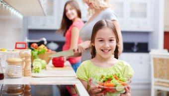 Ο ρόλος της μητέρας στη σχέση παιδιού με φαγητό