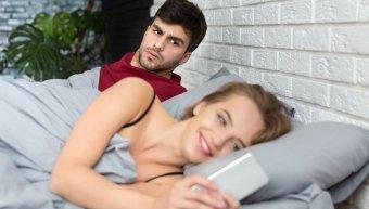 γυναίκα, άνδρας, κινητό, γυναικεία απιστία