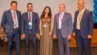 Οι ομιλητές συνεργάτες Γ. Χατζάκης, Λ. Γαλαθιανάκης, Μ. Παπαγιαννάκη και Λ. Τουρνατζής, με τον Μ. Κούτη, διευθυντή πωλήσεων του εταιρικού δικτύου.