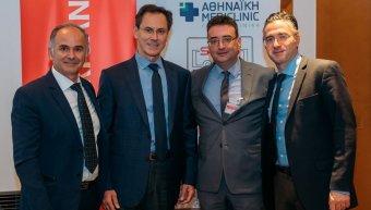Οι τρείς ιατροί ομιλητές Δρ Χ. Ηλίας, Δρ Ν. Κουτσογούλας και Δρ Μ. Καραβιτάκης με τον Α. Γερονικολάου, γενικό διευθυντή της Αθηναϊκής Mediclinic.