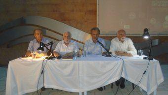 Oι συντελεστές της παρουσίασης Παύλος Καλογεράκης, Δημήτρης Φρεζούλης και Πέτρος Παντελάρας με τον συγγραφέα.