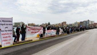 Κινητοποίηση στο λιμάνι της Χίου ενάντια στη δομή στο Θόλο