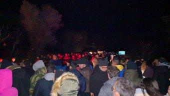 Πολύς κόσμος συγκεντρωμένος το βράδυ της Δευτέρας 24/2/20 στην περιοχή Αγίου Μακαρίου