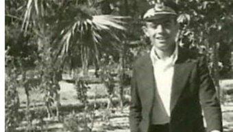 Ο Αντώνης Πυλιαρός σε νεαρή ηλικία στο Δημοτικό Κήπο Χίου