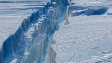 H μεγάλη ρωγμή που «κόβει» ένα μεγάλο τμήμα της παγοκρηπίδας Λάρσεν θα δημιουργήσει ένα τεράστιο παγόβουνο