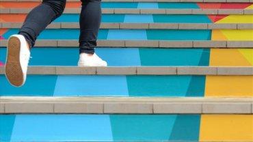 ανεβοκατέβασμα σκαλιών