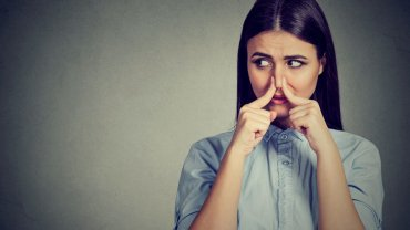 γυναίκα, κλείσιμο μύτης, άσχημη μυρωδιά