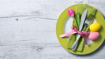 πασχαλινό τραπέζι, πιάτο, πασχαλινά αυγά, μαχαιροπίρουνα