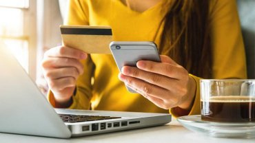 γυναίκα, λάπτοπ, κινητό, χρεωστική κάρτα, καφές