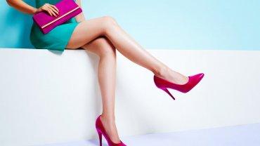 γυναίκα, πόδια, μπλε φόρεμα, ροζ γόβες, ροζ τσάντα, μόδα