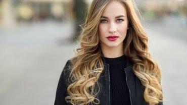 γυναίκα, ξανθά μαλλιά, κόκκινα χείλη