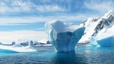 iceberg-antarktiki-liwsimo_pagwn