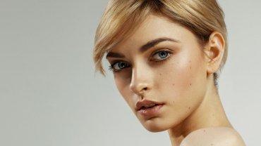 όμορφη γυναίκα, ξανθά μαλλιά, γαλάζια μάτια