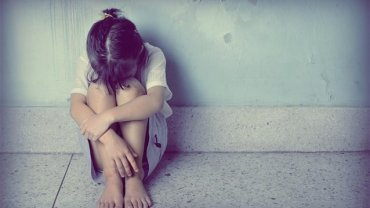 κορίτσι κακοποίηση κατάθλιψη