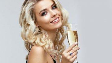 όμορφη γυναίκα, ξανθά μαλλιά, αλκοόλ, σαμπάνια