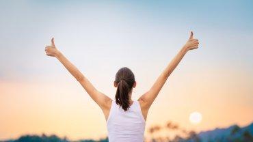 γυναίκα, χέρια ψηλά, χαρά, αυτοεκτίμηση