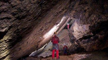 το σπήλαιο «τρύπα του ανέμου»