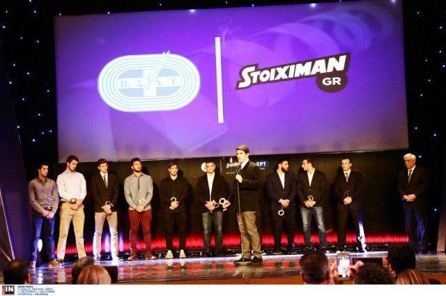 Από τη βράβευση της Εθνικής Ομάδας πόλο Νέων Ανδρών που πήρε την 1η θέση στο Παγκόσμιο Πρωτάθλημα