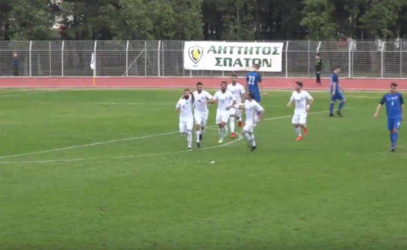 Ο Γιάννης Μπαστιάνος πανηγυρίζει το τέρμα που πέτυχε στο παιχνίδι με την Εθνική Σλοβακίας