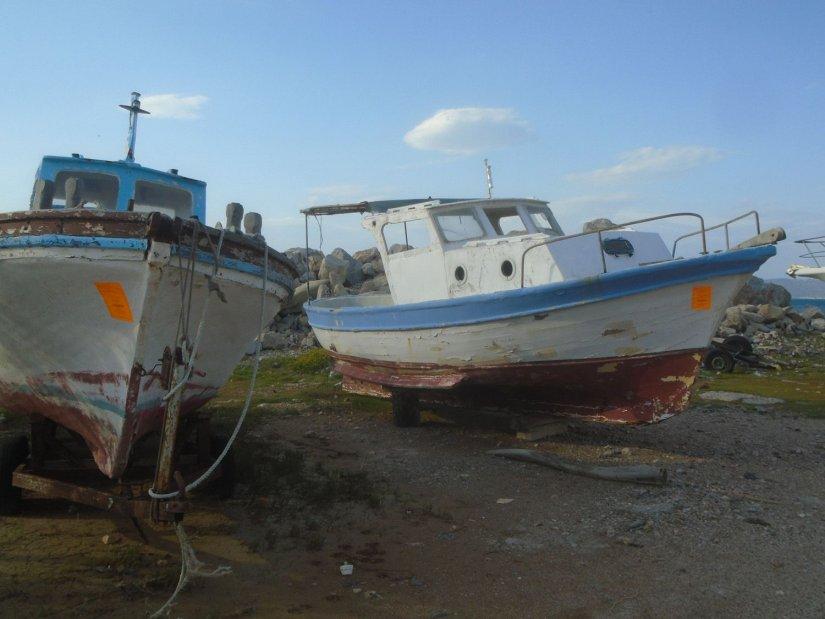 Κάποια από τα εγκαταλειμμένα σκάφη στην Αγία Ερμιόνη