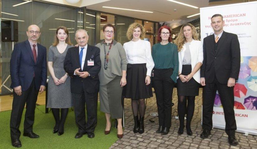 Τα πρόσωπα της εκδήλωσης (παρουσίαση Έκθεσης INTERAMERICAN και πάνελ για τη Βιώσιμη Ανάπτυξη). Από αριστερά: Γιάννης Ρούντος (INTERAMERICAN), Σταυρούλα Σταματοπούλου (Ernst & Young), Δημήτρης Δανηλάτος (CSR Hellas), Χρυσούλα Εξάρχου (Quality Net Foundatio