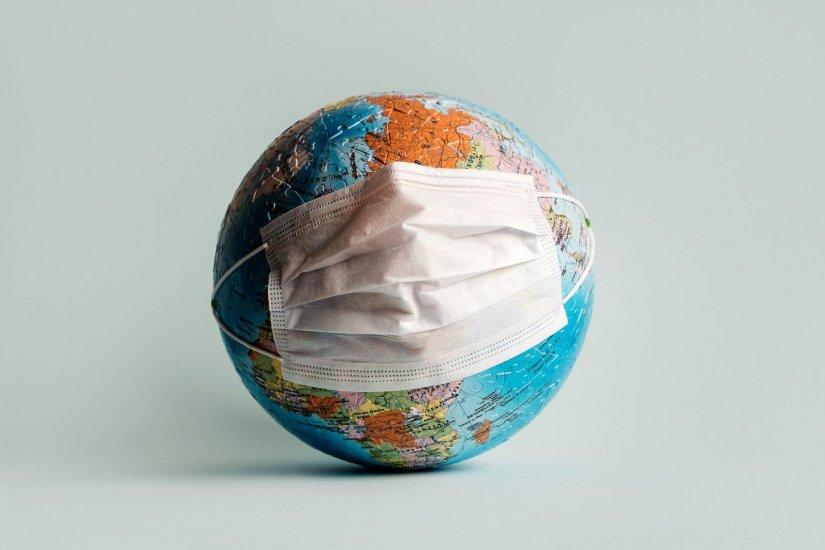 earth_with_face_coronavirus_mask
