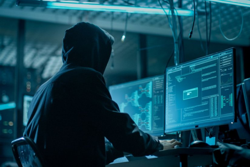 χάκερ στέλνει σε επιχειρήσεις κακόβουλα email
