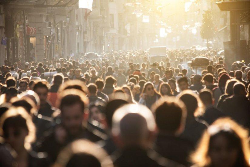 πολλοί άνθρωποι, συνωστισμός στην πόλη