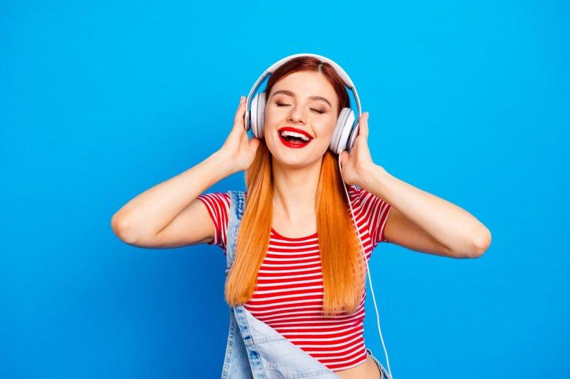 γυναίκα, ακουστικά, μουσική