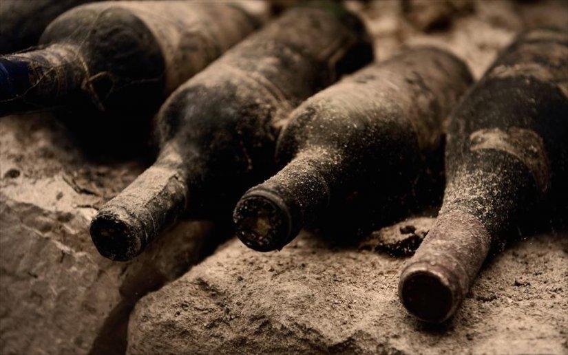 παλιά κρασιά, σκόνη, ιστοί αράχνης
