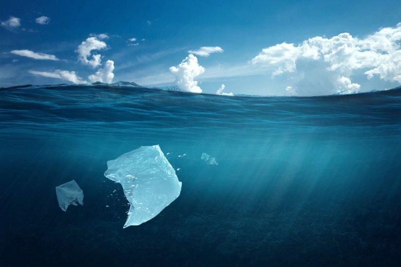 θάλασσα, πλαστικές σακούλες