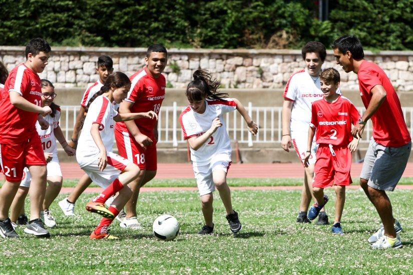 Στην ομάδα της ActionAid αγόρια και κορίτσια παίζουν μαζί!