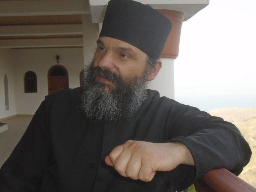 Ο νέος γέροντας Αθανάσιος, έκανε πράματα και θάματα στο μοναστήρι των Αγίων Πατέρων