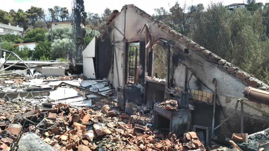 Ολικά κατεστραμμένη κατοικία στην Ανατολική Αττική, που η ΙΝTERAMERICAN αποζημίωσε με 185.000 ευρώ.