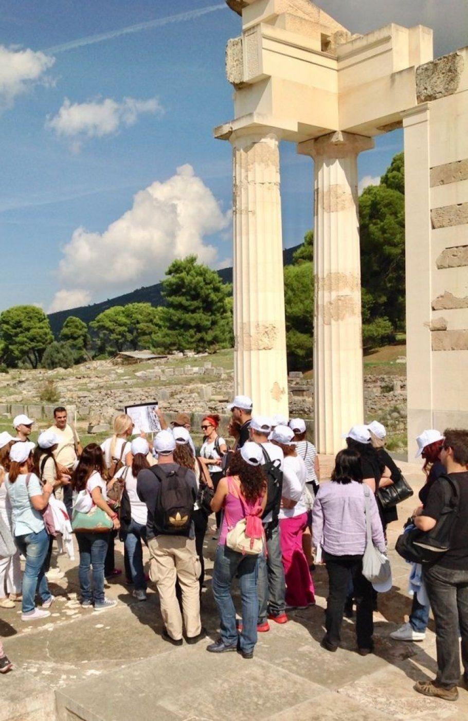 2.Εργαζόμενοι της INTERAMERICAN στον αρχαιολογικό χώρο της Επιδαύρου.