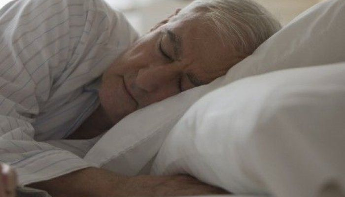 Ο πολύς ύπνος των ηλικιωμένων πάνω από εννέα ώρες το βράδυ μπορεί να αποτελεί πρώιμη ένδειξη άνοιας