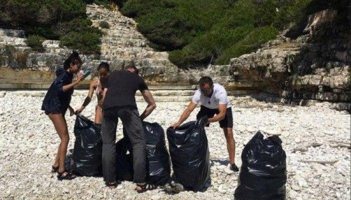 Ο αστέρας του Χόλιγουντ, μαζί με τη σύζυγο και την 17χρονη κόρη του, φαίνονται πως απολαμβάνουν τις διακοπές τους στα νησιά του Ιονίου