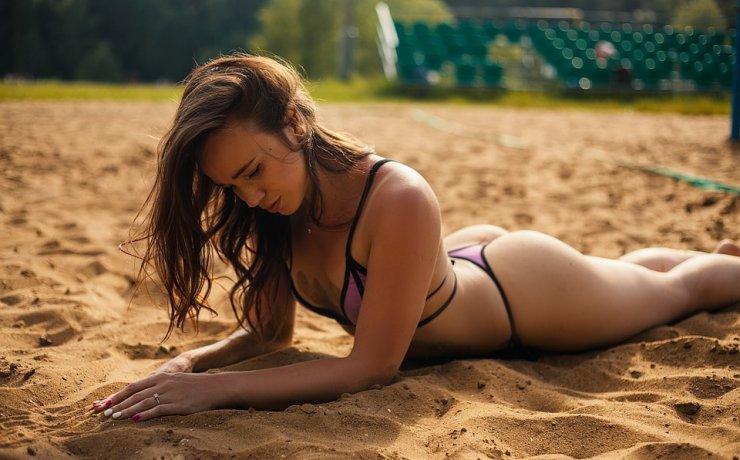 Κορίτσι στην παραλία