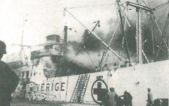 Το φλεγόμενο πλοίο. φωτο Ν. Χαβιάρα